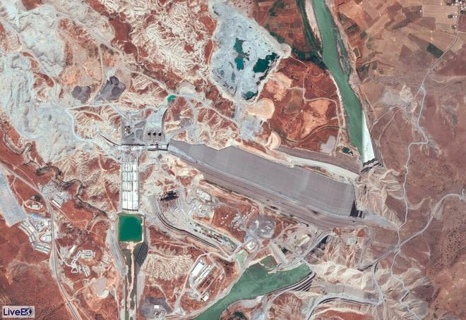 Đập nước nuốt gọn thành phố cổ 12.000 năm tuổi: Biểu tượng quyền lực và sức mạnh của Thổ Nhĩ Kỳ ở Trung Đông - Ảnh 2.