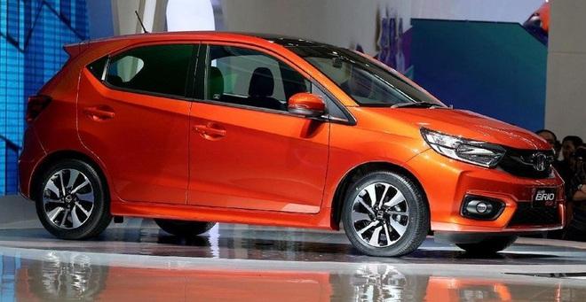 Ô tô giá 500 triệu đồng chạy đua giảm giá, nhiều mẫu hot lập đáy mới - Ảnh 1.