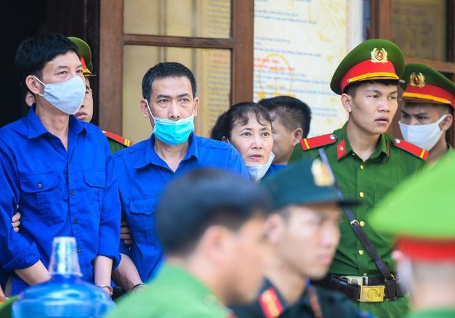Những lời khai bất nhất của các bị cáo trong phiên xét xử vụ án gian lận điểm thi ở Sơn La - Ảnh 4.