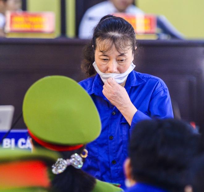 Bị cáo vụ gian lận thi cử tại Sơn La bị tuyên từ án treo đến hơn 20 năm tù, bác đề nghị của cựu trưởng phòng khảo thí xin lại 1 tỷ - Ảnh 2.