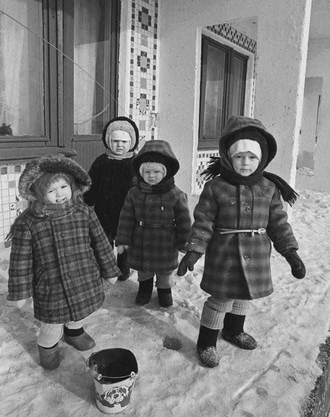 Cụ bà làm đường, gấu đạp xe chở con người: Những hình ảnh huyền thoại chỉ có ở Liên Xô - Ảnh 7.