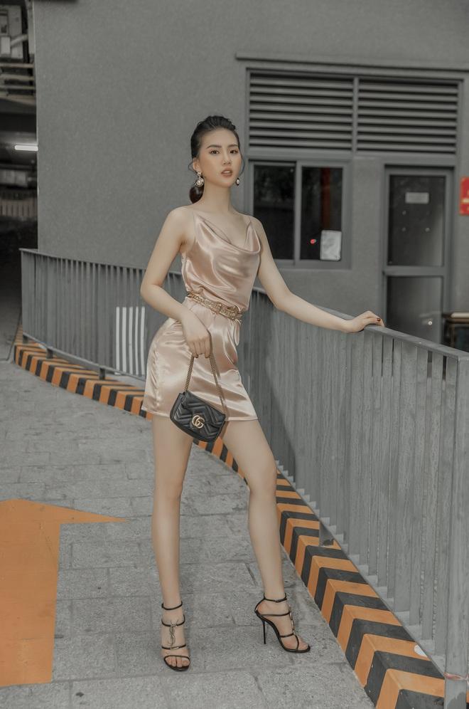 Siêu mẫu Quỳnh Hoa khoe khéo lưng trần và vòng eo 54 cm - Ảnh 9.