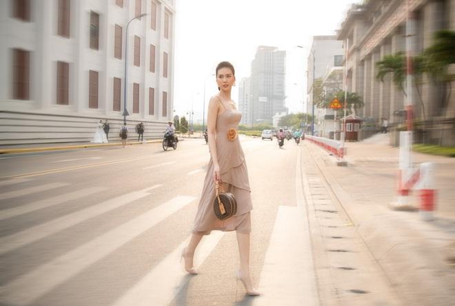 Siêu mẫu Quỳnh Hoa khoe khéo lưng trần và vòng eo 54 cm - Ảnh 8.