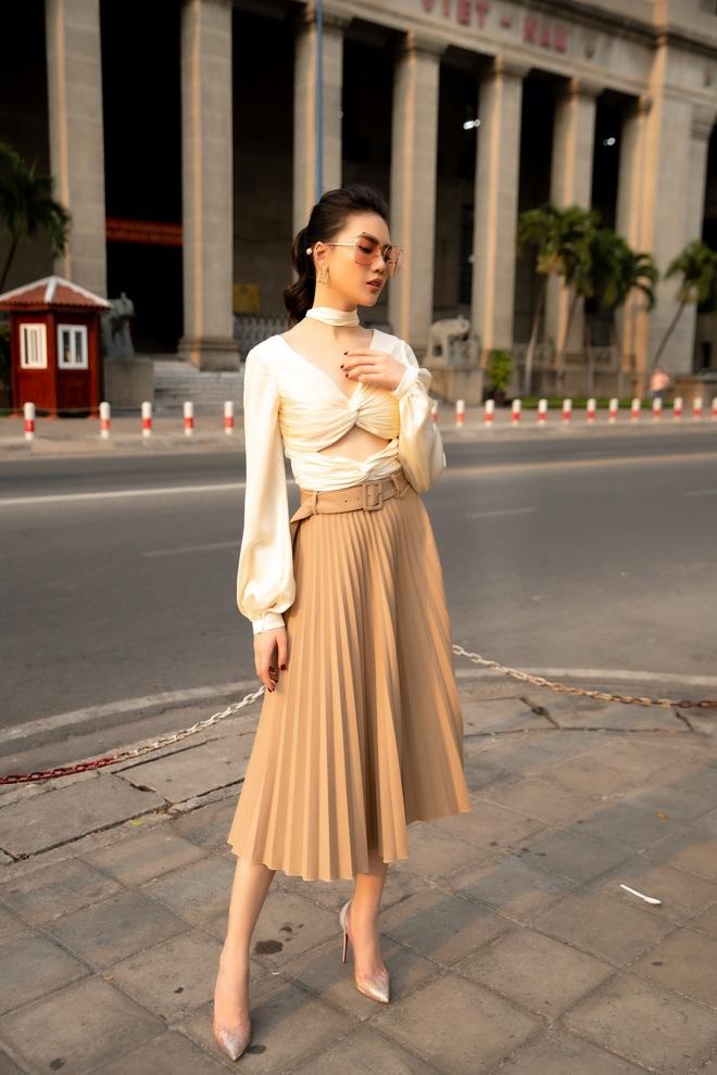 Siêu mẫu Quỳnh Hoa khoe khéo lưng trần và vòng eo 54 cm - Ảnh 4.