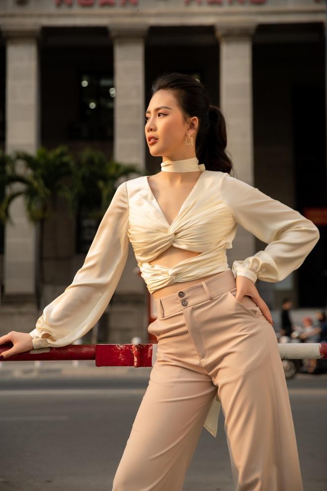 Siêu mẫu Quỳnh Hoa khoe khéo lưng trần và vòng eo 54 cm - Ảnh 3.