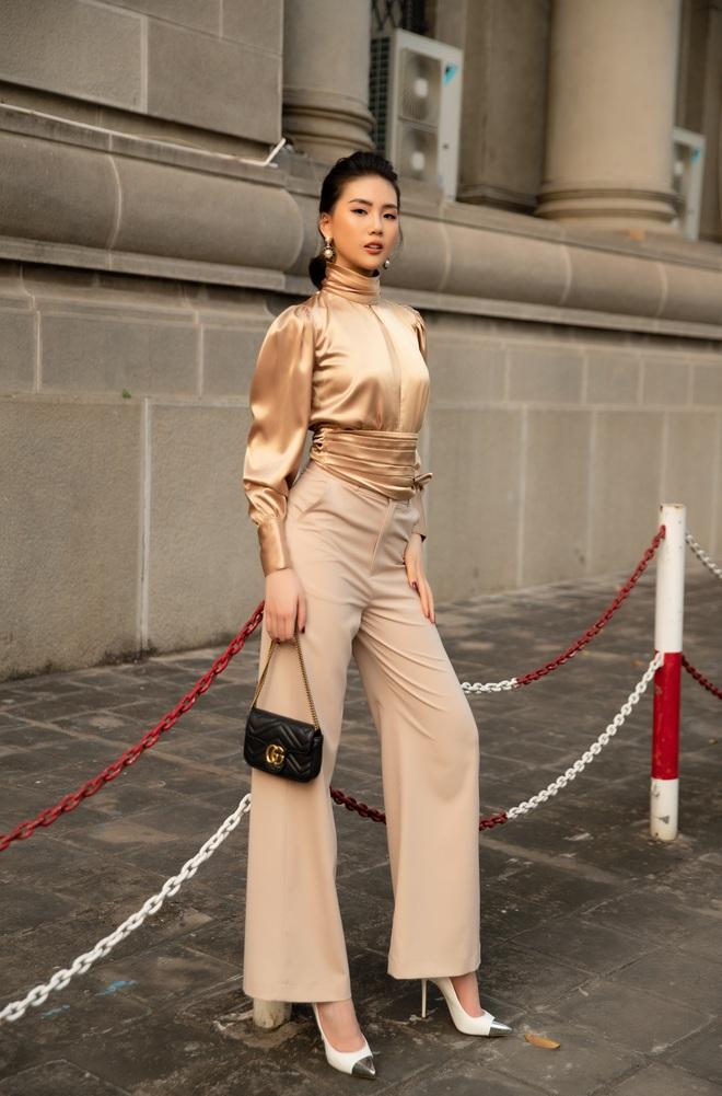 Siêu mẫu Quỳnh Hoa khoe khéo lưng trần và vòng eo 54 cm - Ảnh 1.