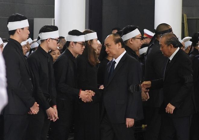 Chủ tịch QH Nguyễn Thị Kim Ngân, Thủ tướng Nguyễn Xuân Phúc tiễn biệt ông Vũ Mão - Ảnh 6.