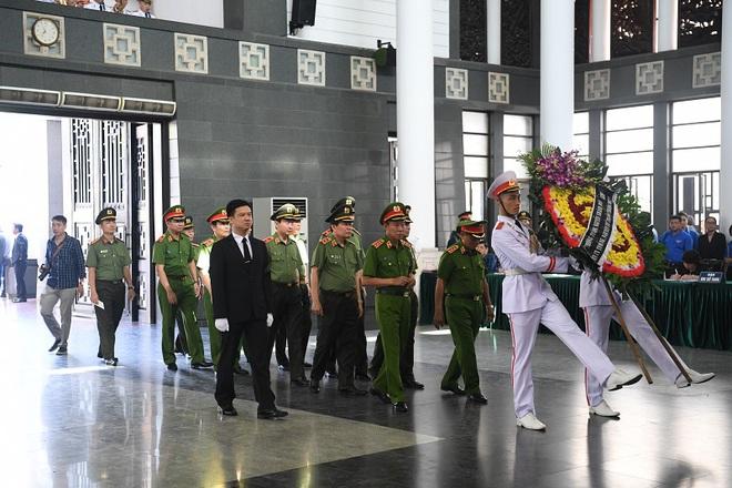 Chủ tịch QH Nguyễn Thị Kim Ngân, Thủ tướng Nguyễn Xuân Phúc tiễn biệt ông Vũ Mão - Ảnh 14.