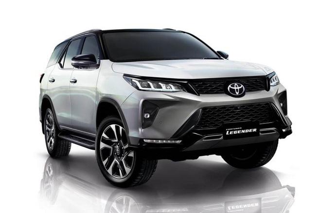 Bên trong Toyota Fortuner 2021 vừa lộ diện có những gì? - Ảnh 2.