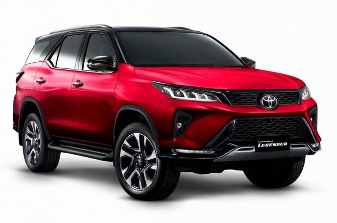 Bên trong Toyota Fortuner 2021 vừa lộ diện có những gì? - Ảnh 4.