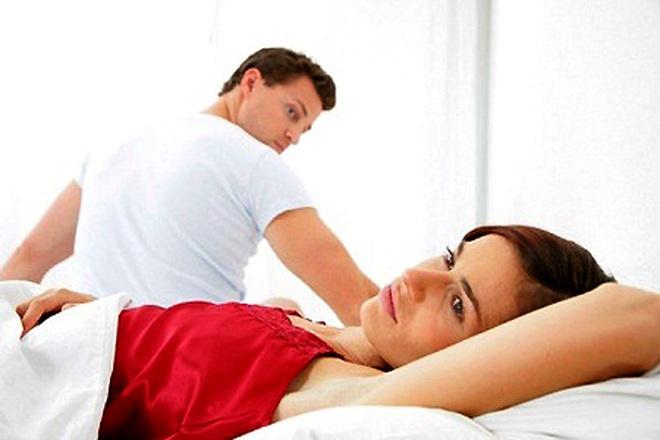 Vùng kín vợ cháu có nhiều mụn nhỏ và ngứa là bị bệnh gì ạ?