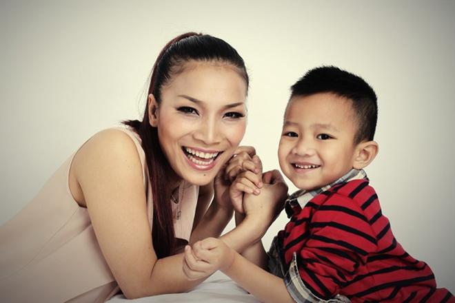 Hồng Ngọc hạnh phúc bên con trai