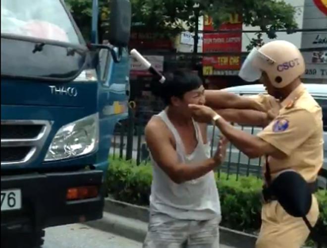 CSGT đánh tài xế gãy dùi cui, công an phường đánh dân đến chết!
