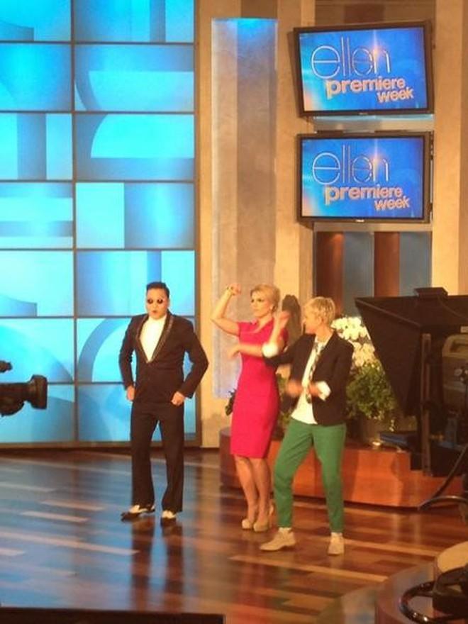 "Psy dạy nhảy ""Gangnam Style"" cấp tốc cho Britney"