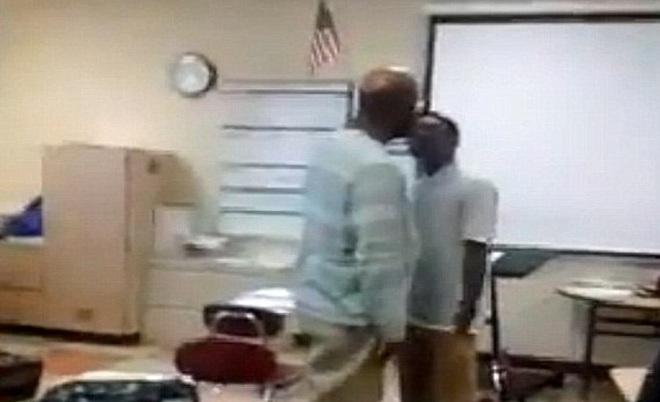 Video: Thầy trò gây gổ, đuổi đánh nhau giữa lớp