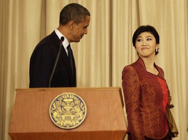 """Thủ tướng Thái Lan xinh đẹp """"lườm yêu"""" ông Obama"""
