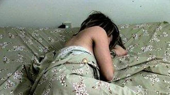 Bị hiếp dâm, nạn nhân đeo bao cao su cho hung thủ
