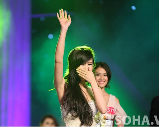 Tân Hoa hậu Phụ nữ Việt Nam bật khóc khi đăng quang