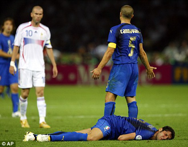 """Materazzi lại khiến Zidane và người Pháp """"đau"""""""