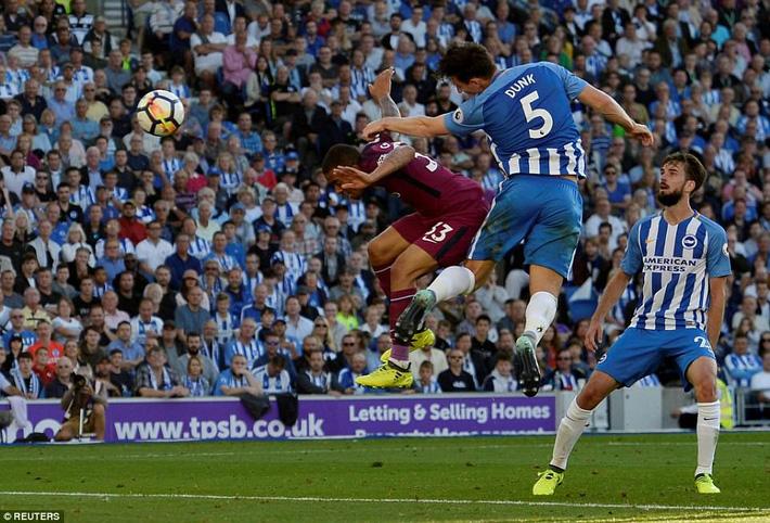 Man xanh thắng cách biệt, Pep Guardiola vẫn tối sầm mặt - Ảnh 3.