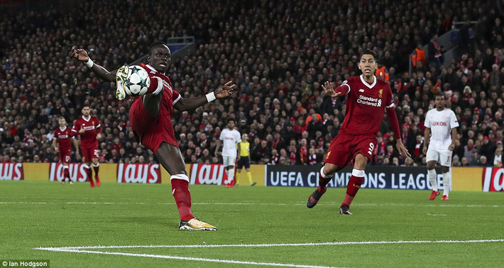 Chiến thắng hủy diệt, Liverpool ra mắt bộ tứ siêu tấn công huyền ảo - Ảnh 21.