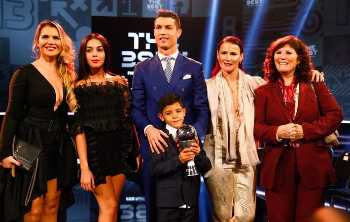 Ronaldo thành công là do... ý Chúa - Ảnh 4.