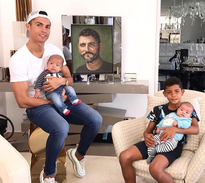 Ronaldo thành công là do... ý Chúa - Ảnh 2.