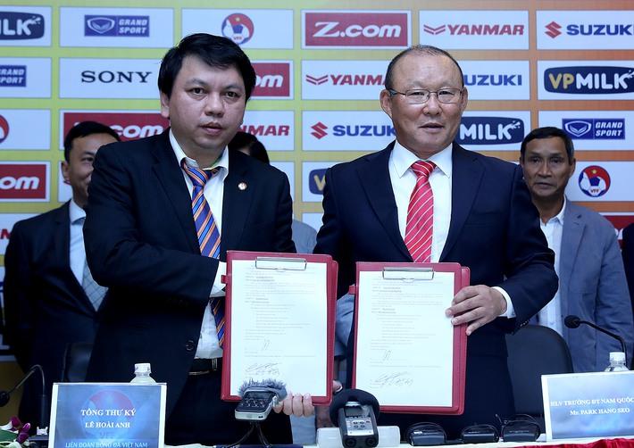 Vừa ký xong hợp đồng, HLV Park Hang Seo đã vội vã về nước - Ảnh 1.
