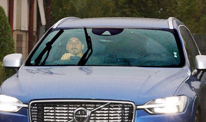 Ibrahimovic tái ngộ Mourinho ở trung tâm Carrington - Ảnh 2.