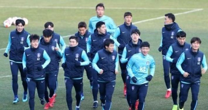 Vì sao đội tuyển Triều Tiên vẫn đến Nhật dự cúp Đông Á? - Ảnh 2.
