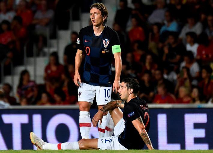 Là mơ ước của mọi cầu thủ, nhưng World Cup đang hành hạ Barca, Real, Liverpool thể nào? - Ảnh 2.