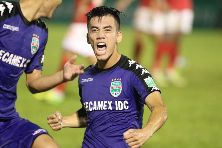 Hàng công tuyển Việt Nam quá mạnh, HLV Park Hang Seo đau đầu bỏ ai, chọn ai - Ảnh 1.
