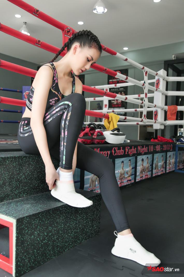 Siêu mẫu Bùi Quỳnh Hoa so găng với độc cô cầu bại Muay Thái - Ảnh 1.