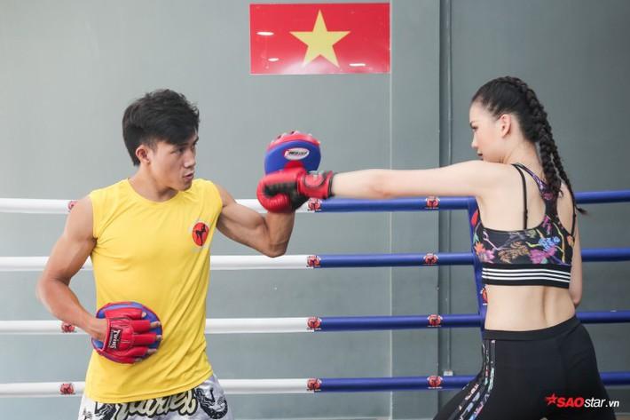 Siêu mẫu Bùi Quỳnh Hoa so găng với độc cô cầu bại Muay Thái - Ảnh 12.