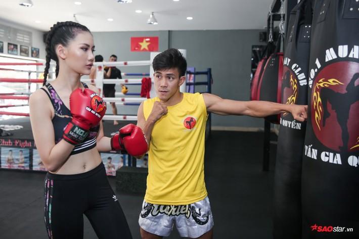 Siêu mẫu Bùi Quỳnh Hoa so găng với độc cô cầu bại Muay Thái - Ảnh 4.