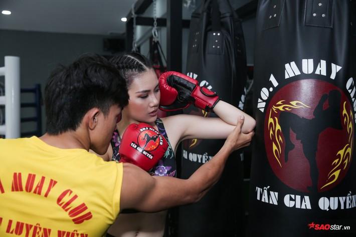 Siêu mẫu Bùi Quỳnh Hoa so găng với độc cô cầu bại Muay Thái - Ảnh 6.