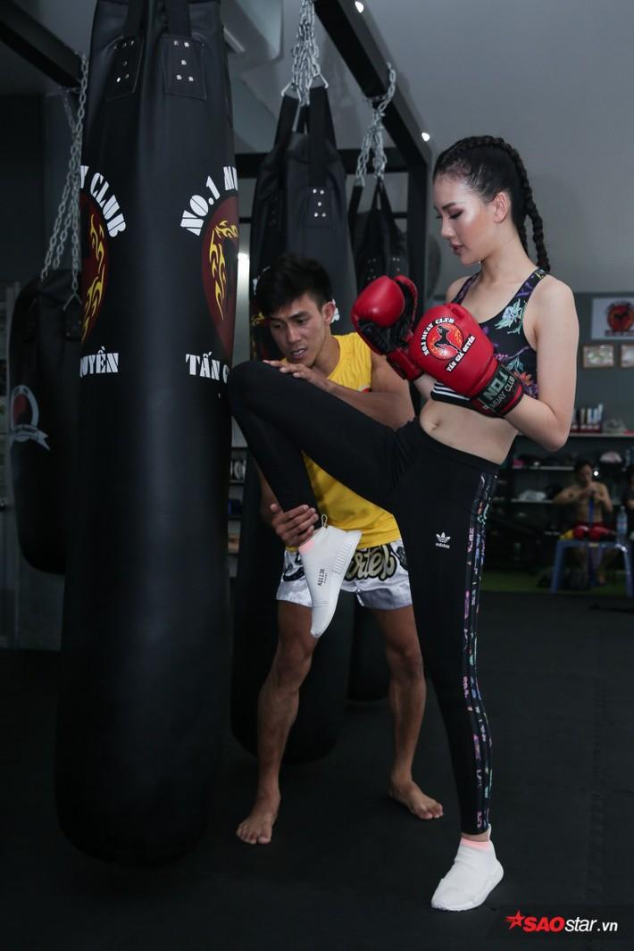 Siêu mẫu Bùi Quỳnh Hoa so găng với độc cô cầu bại Muay Thái - Ảnh 10.