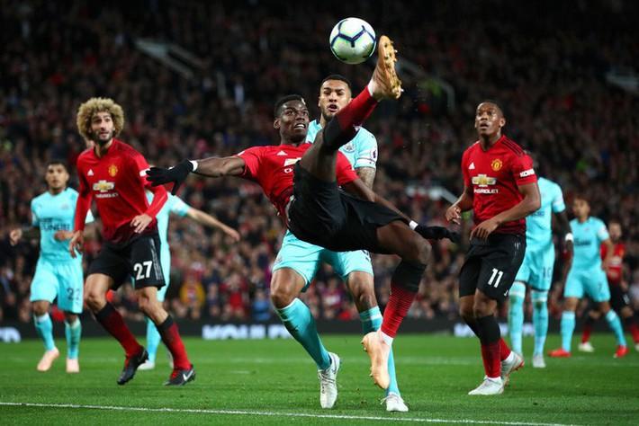 Tiết lộ: Lời khuyên của Pogba giúp Mourinho tìm ra phương án ngược dòng kịch tính trước Newcastle - Ảnh 1.