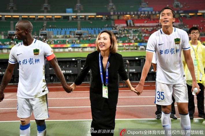 Nếu nữ hoàng nội y Ngọc Trinh làm chủ tịch bóng đá - Ảnh 1.