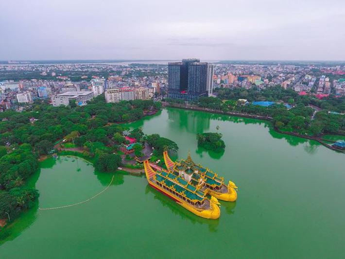 Cận cảnh khách sạn đế vương của tuyển Việt Nam ở Myanmar - Ảnh 1.