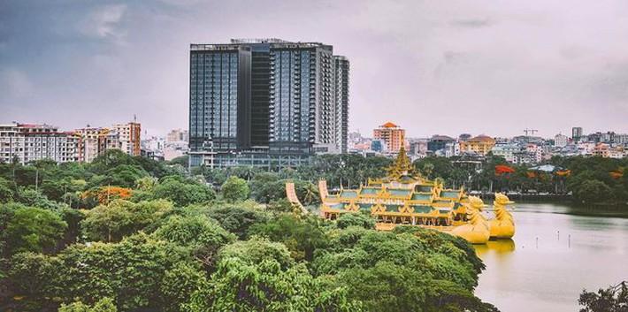 Cận cảnh khách sạn đế vương của tuyển Việt Nam ở Myanmar - Ảnh 2.