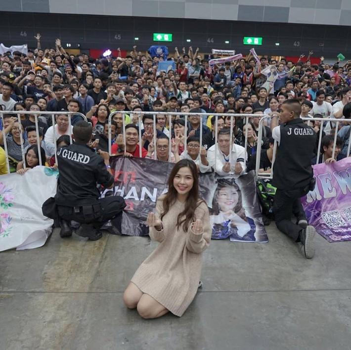 Ngắm hot girl Thái Lan trao trọn trái tim cho bầy Voi chiến - Ảnh 2.