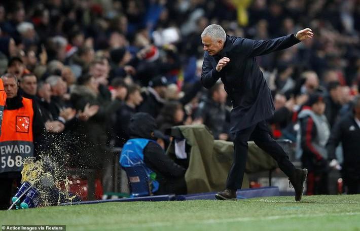 Cú ném của Mourinho và dấu chấm hết cho Rashford - Ảnh 3.