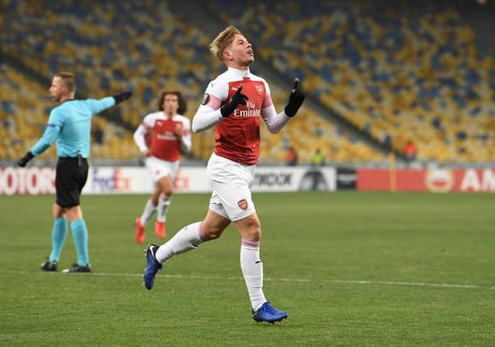 Toàn cảnh Vorskla 0-3 Arsenal: Pháo trẻ mở đại tiệc - Ảnh 4.