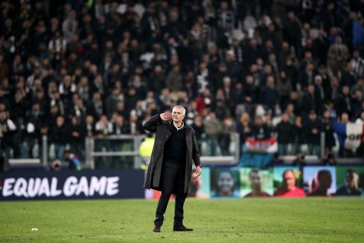 Mourinho rực rỡ ở Turin, hóa ra chỉ là sự rực rỡ của ngọn đèn sắp tắt - Ảnh 2.