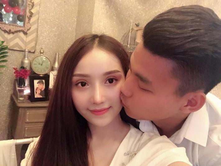 Bạn gái nóng bỏng gửi Vũ Văn Thanh: Tận cùng của nỗi nhớ anh có biết là gì không? - Ảnh 1.