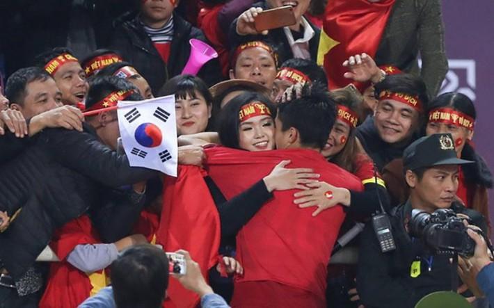 Duy Mạnh đáp trả cực khéo trước lời giới thiệu con gái của trợ lý thầy Park khiến fan đổ rần rần - Ảnh 1.