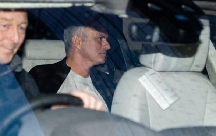 Người đặc biệt Jose Mourinho vui vẻ, tươi như hoa sau khi rời Man United cùng khoản tiền đền bù khổng lồ - Ảnh 5.