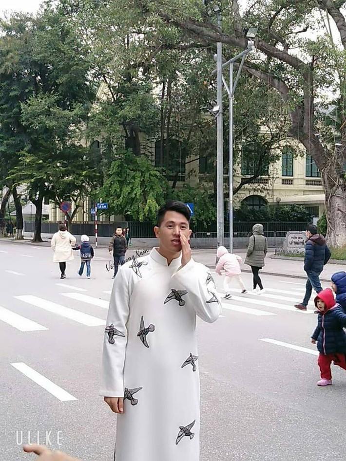 Đình Trọng bất ngờ xuất hiện bảnh bao, đẹp lạ với áo dài trắng tại Hồ Gươm - Ảnh 5.