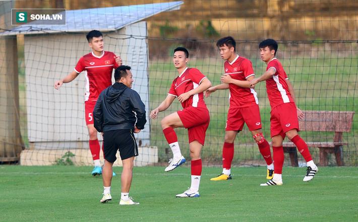 Chưa bình phục chấn thương, nhạc trưởng ĐT Việt Nam khiến thầy Park lo lắng - Ảnh 7.